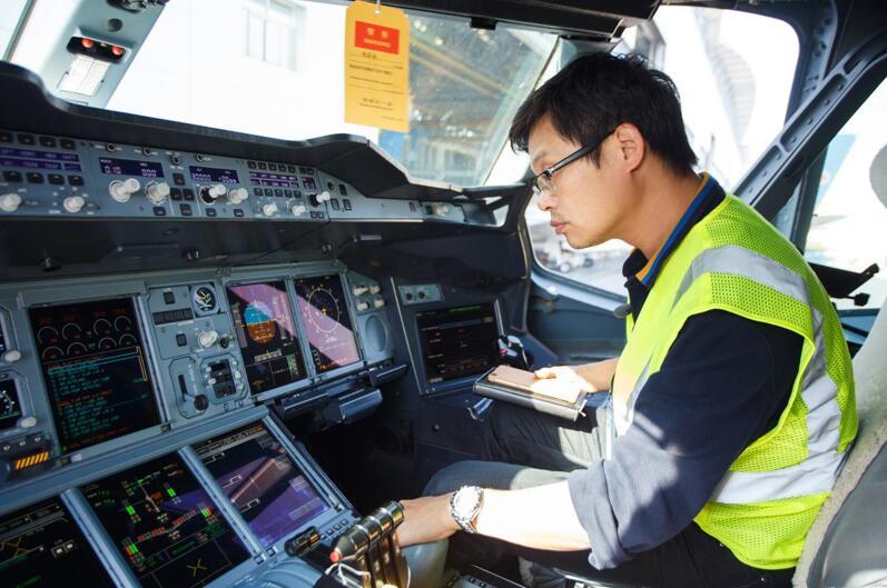 飞机机务工程师  刘宇辉.jpg