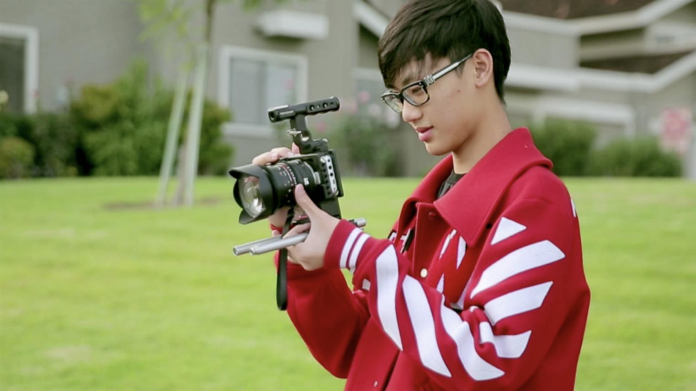 华侨少年黄星瑞首次主导拍摄纪录片.jpg