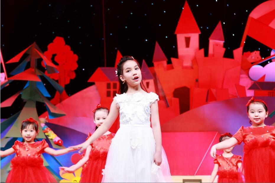 晶羽翼学员录制央视《英雄出少年》歌舞表演《最美的光》.jpg