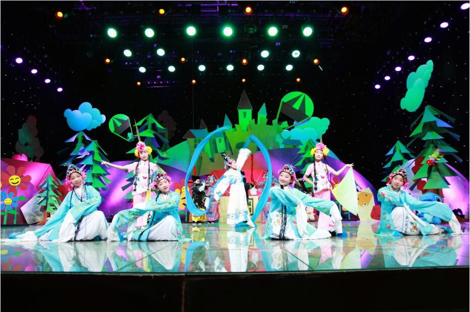 晶羽翼学员录制央视《英雄出少年》表演舞蹈《梨园芳华》1.jpg