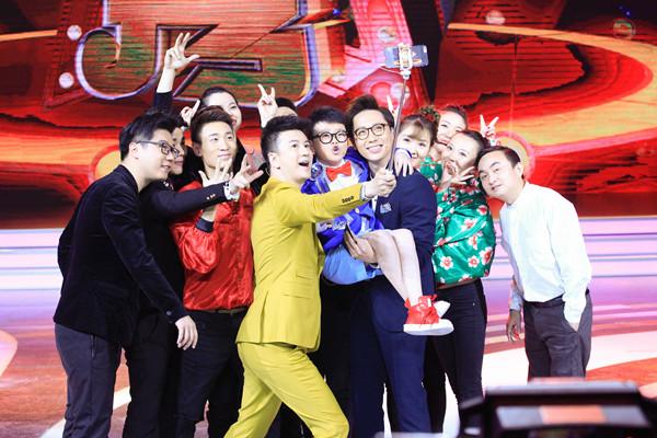 相声演员李鸣宇主持《欢乐秀》合影.jpg
