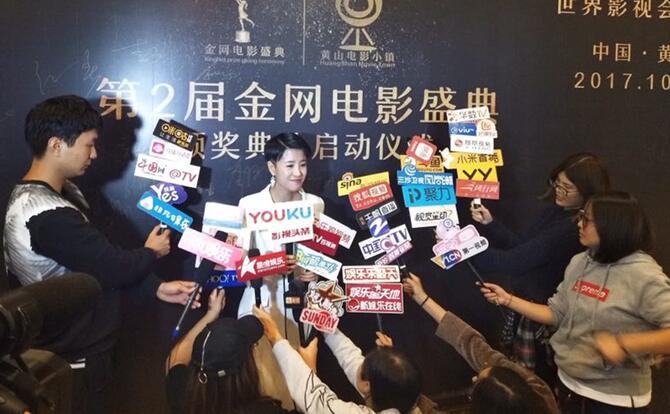 李凤鸣接受媒体群访.jpg