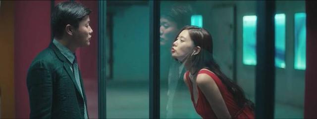 电影《情圣》肖瀚对名模一见钟情.jpg