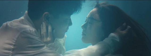 电影《情圣》肖瀚幻想中与女神的亲密接触.jpg