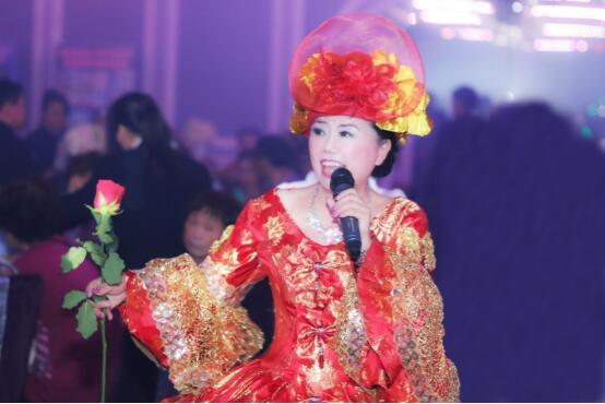 香港著名音乐家纯紫携手吴清心浪漫开唱