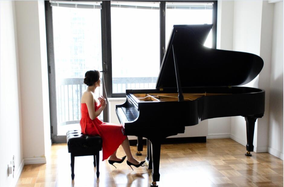 Amy Yang弹钢琴.jpg
