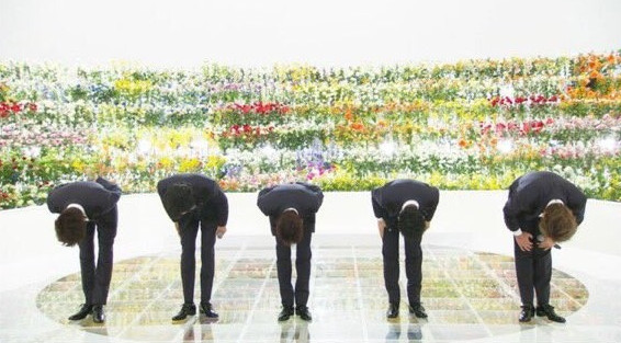 SMAP集体鞠躬.jpg