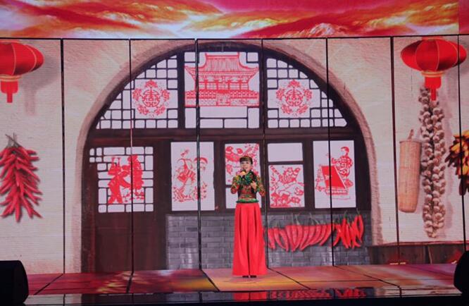 """《中国戏歌》首播获盛赞 学者田青力赞王二妮""""就是爱听二妮唱!"""""""