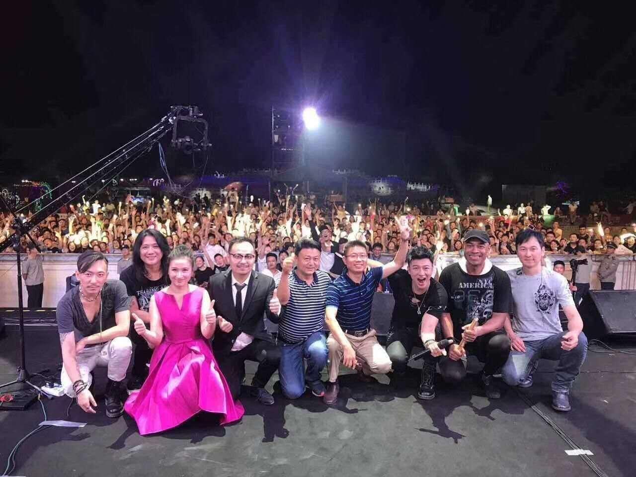 著名歌手何建清携手信乐团共度滁州音乐节