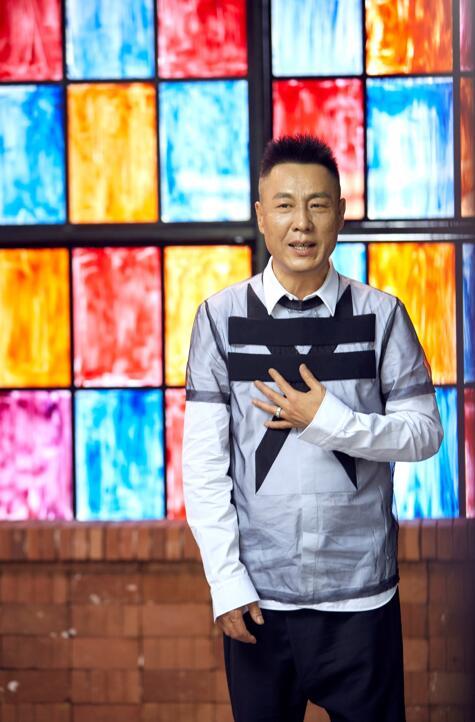 """""""沧桑歌王""""肖亮拍摄《红尘知己》MV 广受好评"""