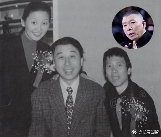 冯小刚徐帆夫妻与冯巩合影.jpg