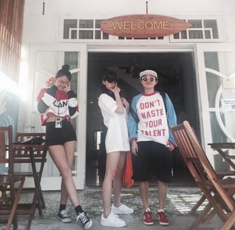 金申英(上图右1、下图中)站在雪炫和智敏身边一点也不显胖.jpg