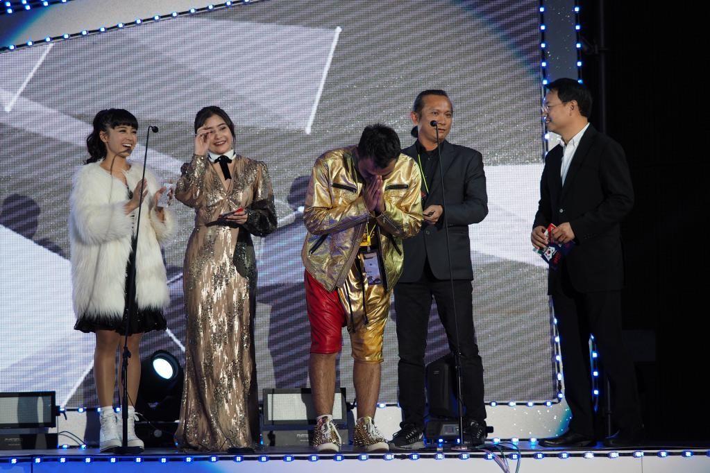 """谷阿莫获得""""台湾地区最受欢迎互联网频道""""奖.jpg"""