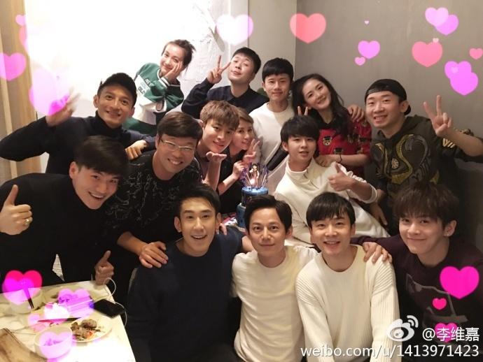 谢娜与何炅、李维嘉、吴昕等好友为张杰庆生.jpg