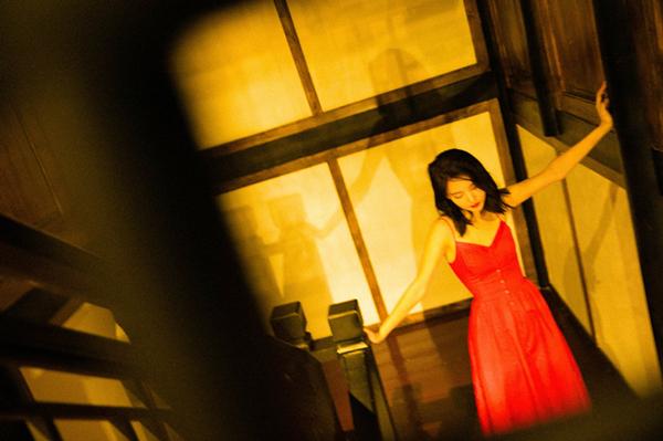 金晨红裙.jpg
