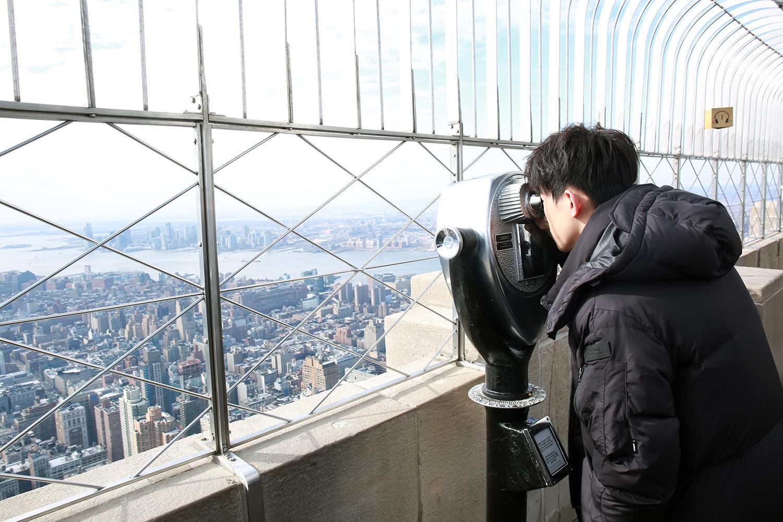 易烊千玺纵览纽约全景.jpg