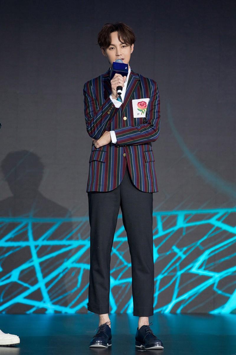 尹正时尚造型 (5).jpg