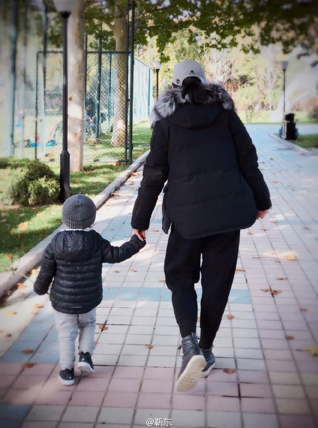 李佳与儿子.jpg
