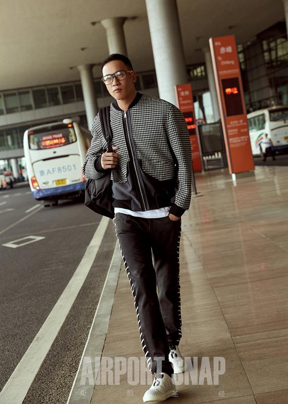 何润东机场街拍.jpg