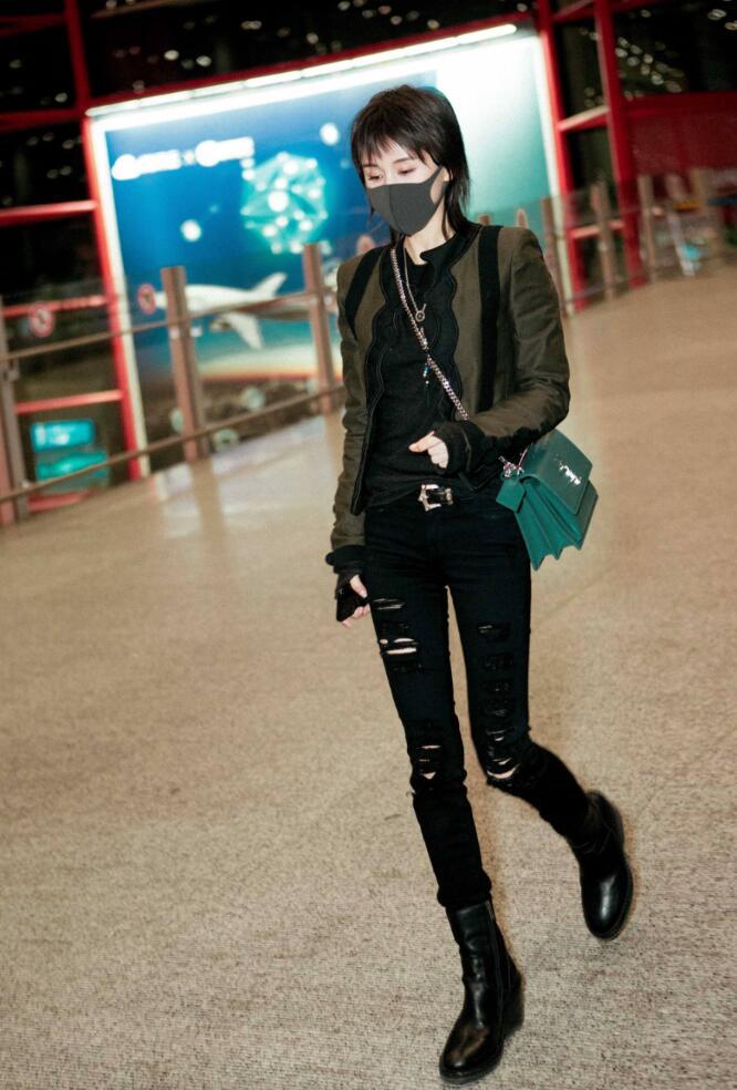 王子文机场玩转高级黑2.JPG