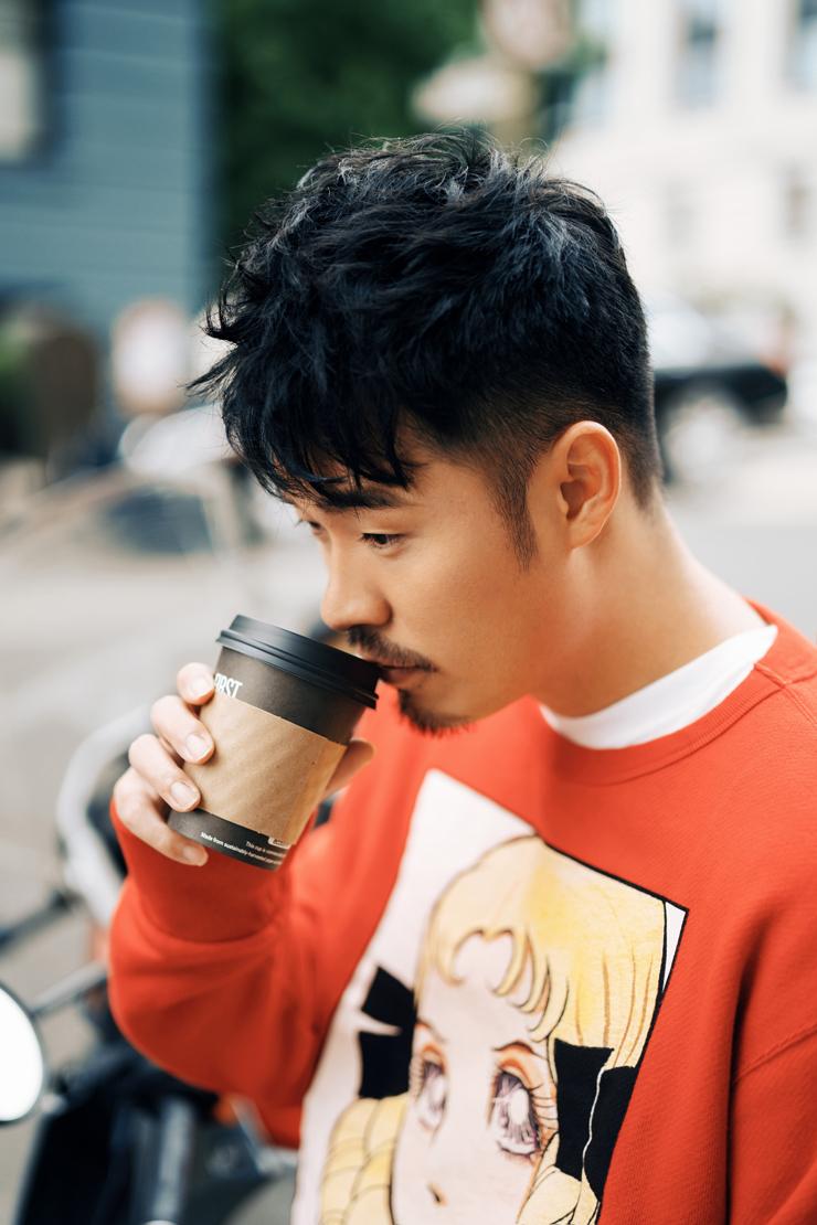陈赫喝咖啡.jpg